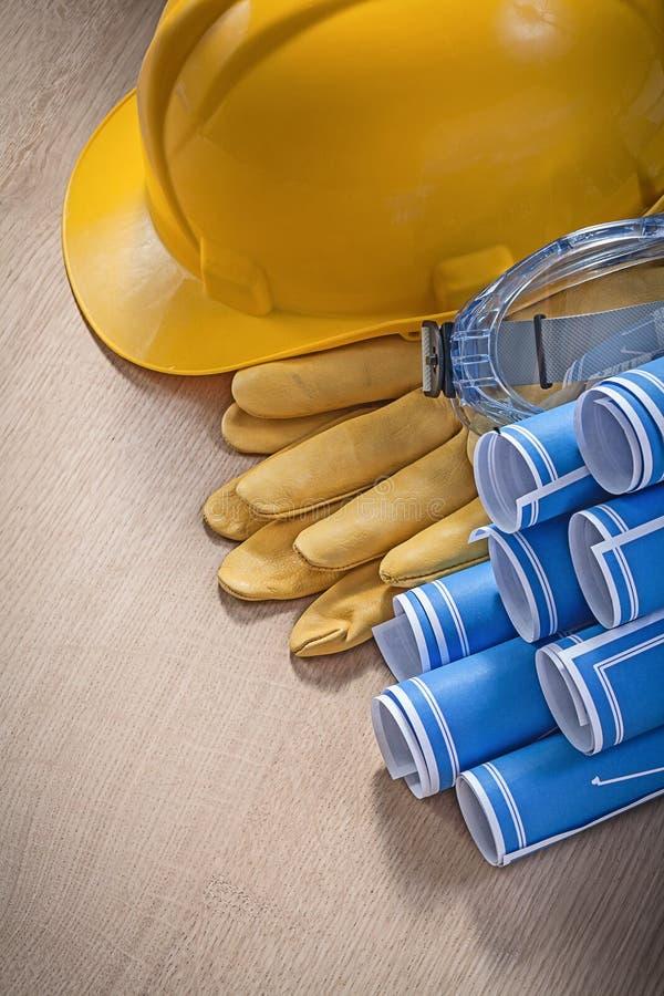 Sammansättning av exponeringsglas för handskar för byggnadshjälmsäkerhet gör en skiss av arkivfoton