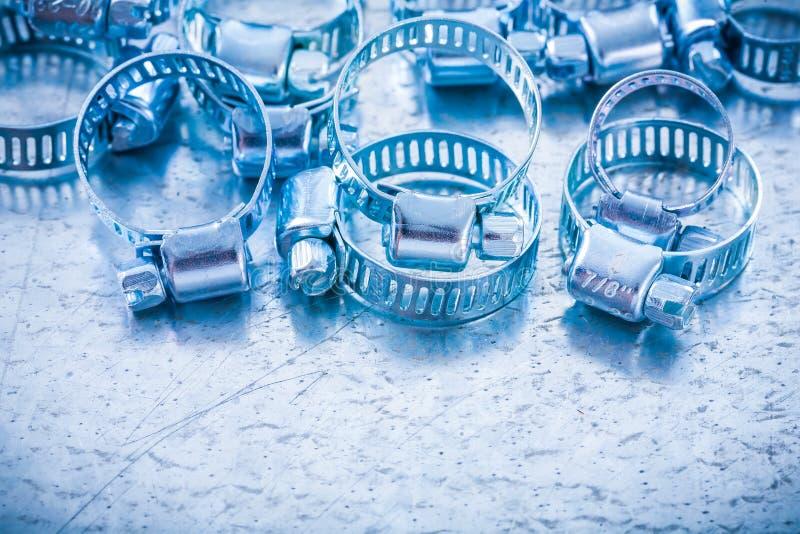 Sammansättning av klämmor för metallspiralslang på fotografering för bildbyråer