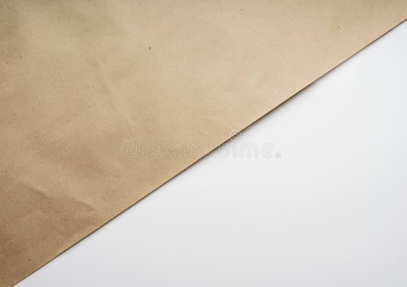 Sammansättning av Kraft brunt inpackningspapper på vit geometrisk bakgrund Bästa sikt för ljus typografisk design, närbild vektor illustrationer