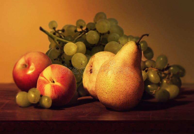 Sammansättning av olika grupper av nedgångfrukter arkivfoton