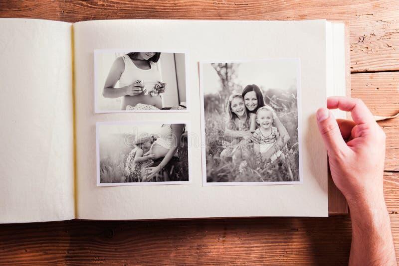 Sammansättning för moderdag Fotoalbum, svartvita bilder arkivfoto