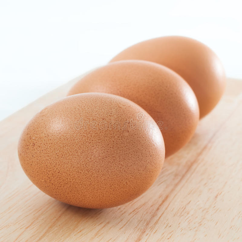 Sammansättning för okokt slut för ägg tre för hönahönalager övre fyrkantig fotografering för bildbyråer