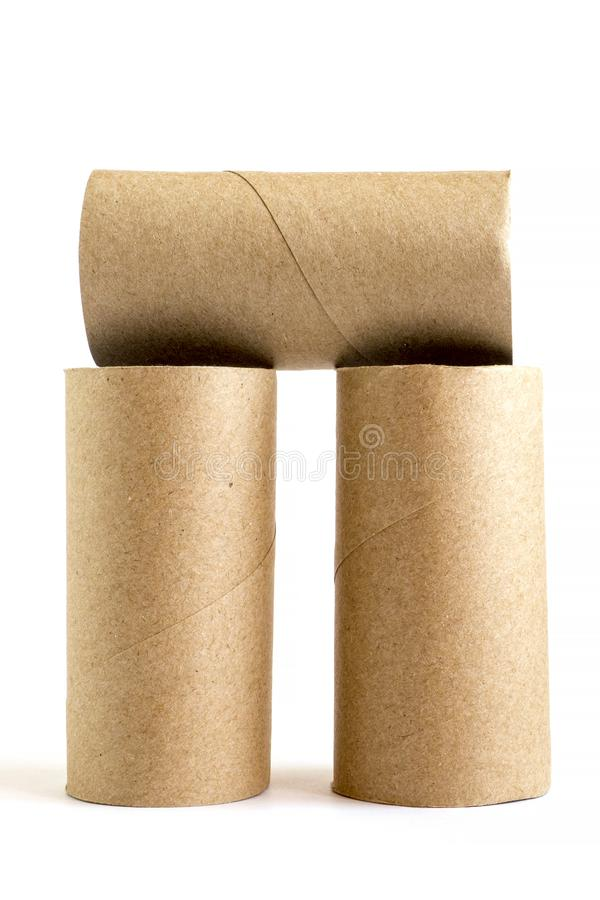 Sammansättning från tre pappers- rör för papp på vit bakgrund Närbild av tomma toalettrullar arkivbild
