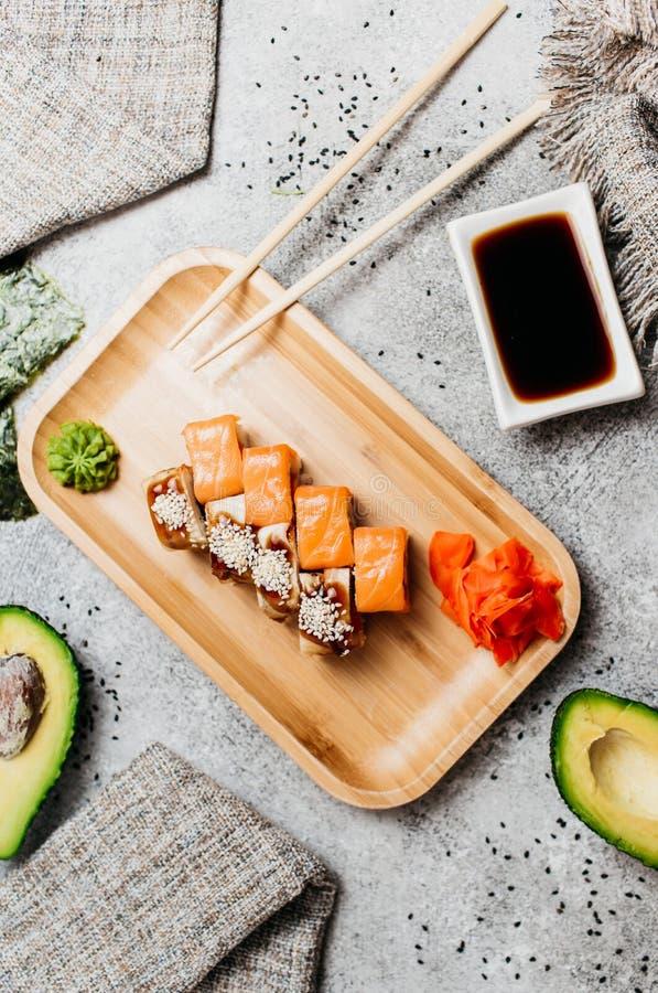 Sammansättning med den smakliga sushi royaltyfria foton