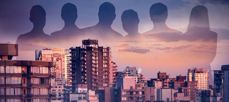 Sammansatt bild av affärsfolk mot vit bakgrund fotografering för bildbyråer