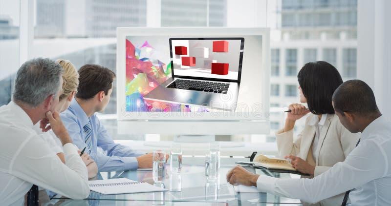 Sammansatt bild av affärsfolk som ser tom whiteboard i konferensrum royaltyfri bild