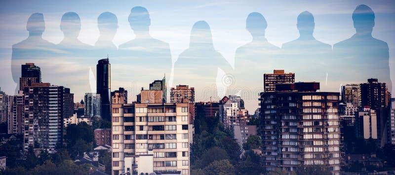 Sammansatt bild av affärsfolk som står över vit bakgrund royaltyfri bild