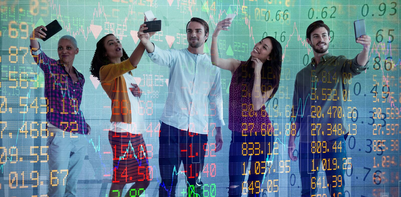 Sammansatt bild av affärsfolk som tar selfie till och med mobiltelefonen mot vit bakgrund royaltyfri bild