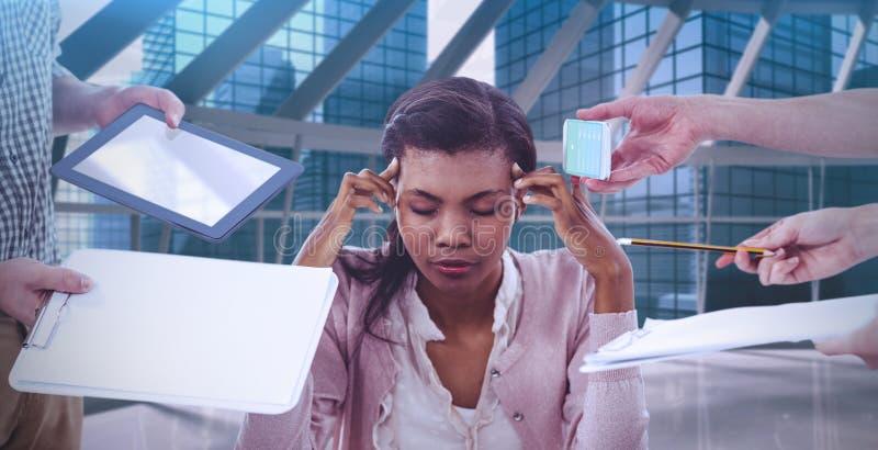 Sammansatt bild av affärskvinnan som är stressad ut på arbete royaltyfria bilder