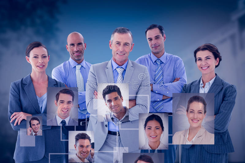 Sammansatt bild av affärslaget som lyckligt tillsammans arbetar på bärbara datorn royaltyfri foto