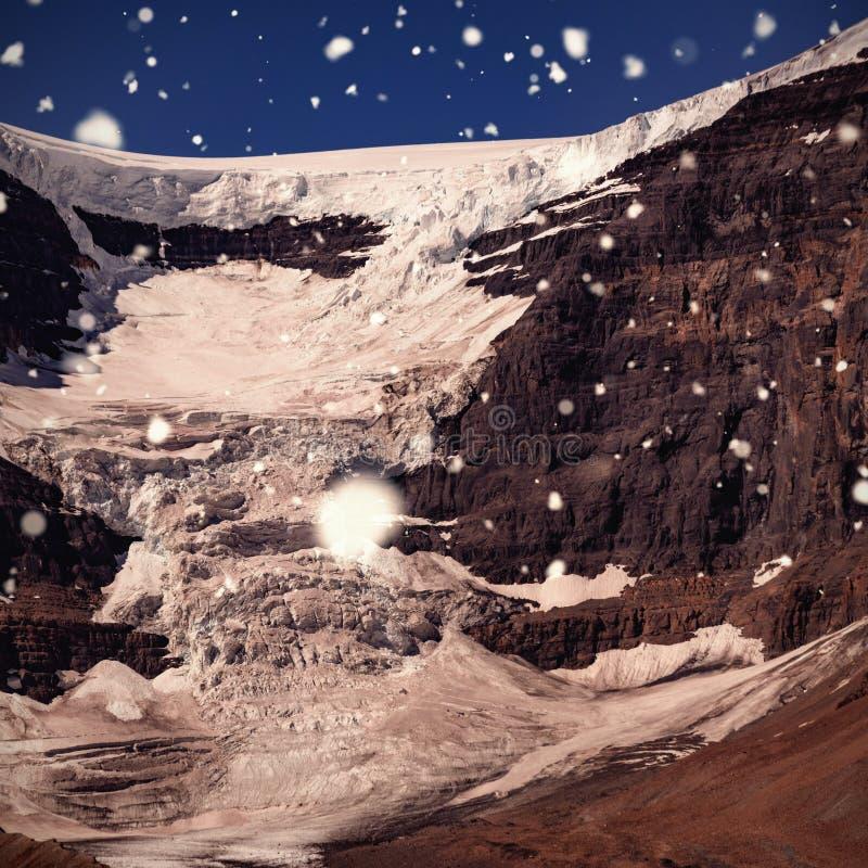 Sammansatt bild av att falla för snö arkivbilder