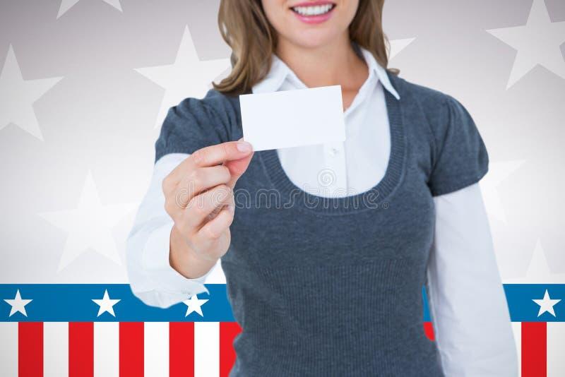 Sammansatt bild av att le kvinnavisningkortet arkivfoton
