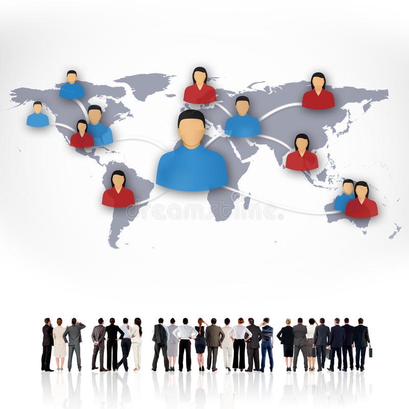 Sammansatt bild av den bakre sikten av den multietniska stående sidan för affärsfolk - förbi - sida royaltyfria bilder