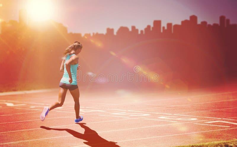 Sammansatt bild av den bakre sikten av idrottskvinnaspring på en vit bakgrund arkivfoton
