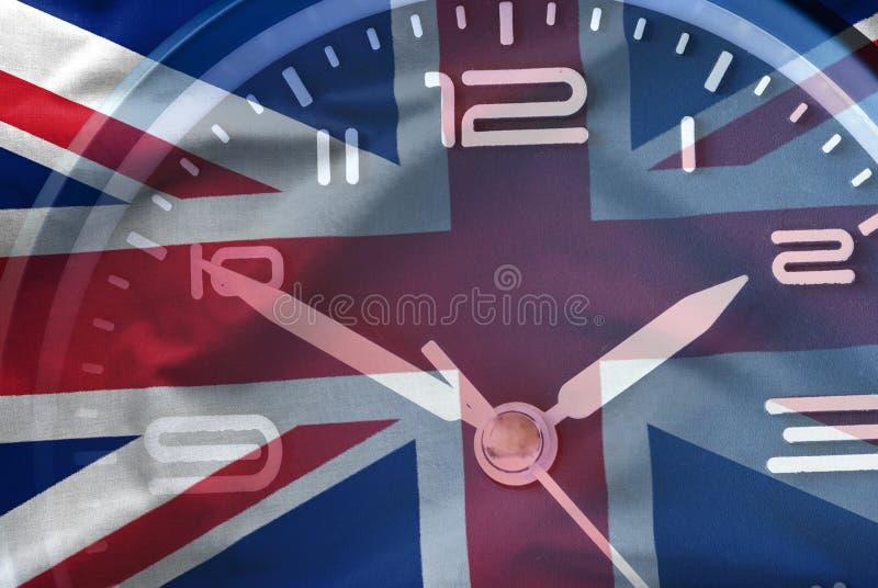 Sammansatt bild av den brittiska flaggan och en klocka royaltyfri bild