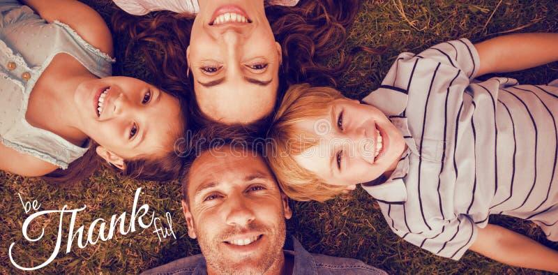 Sammansatt bild av den digitala bilden av den lyckliga hälsningen för tacksägelsedagtext royaltyfri illustrationer