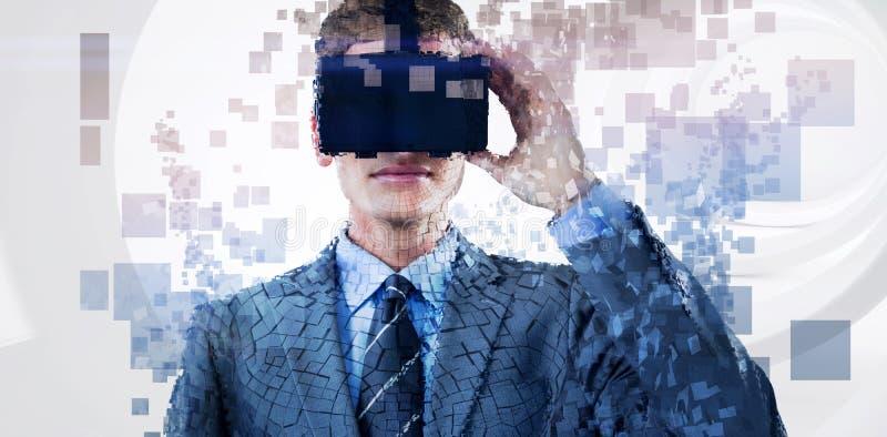 Sammansatt bild av den digitala komposit av mannen med en ökad verklighetsimulator royaltyfria foton