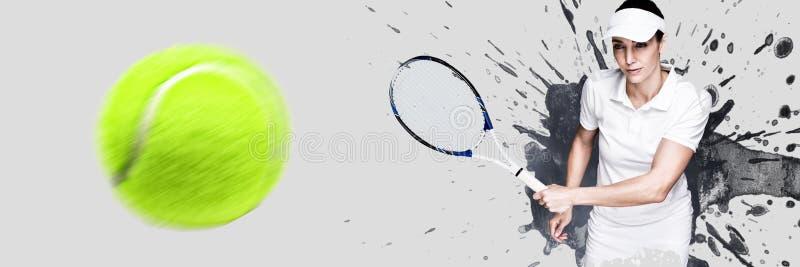 Sammansatt bild av den kvinnliga idrottsman nen som spelar tennis arkivbild