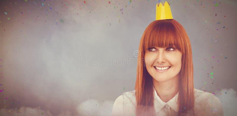 Sammansatt bild av den lyckliga hipsterkvinnan med krönad arkivfoto