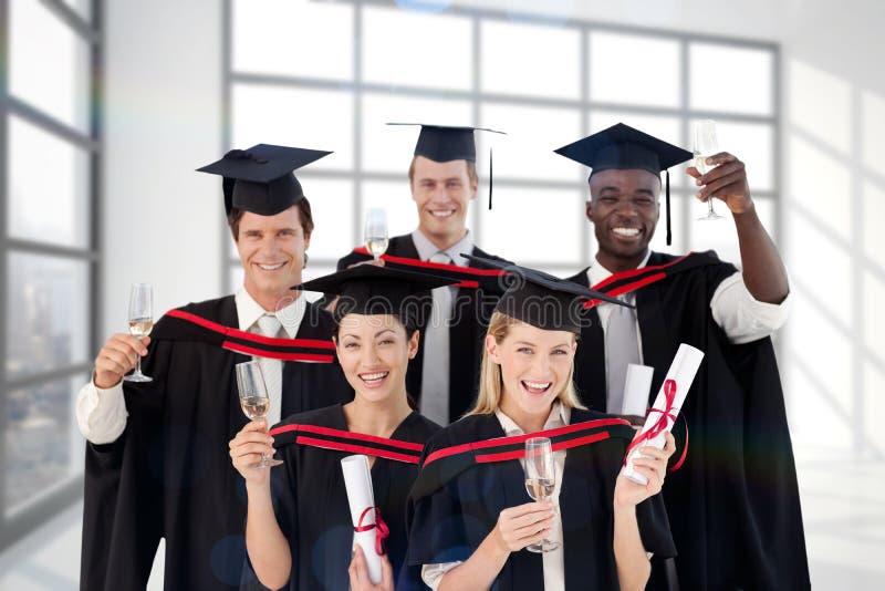 Sammansatt bild av grupp människor som avlägger examen från högskolan fotografering för bildbyråer