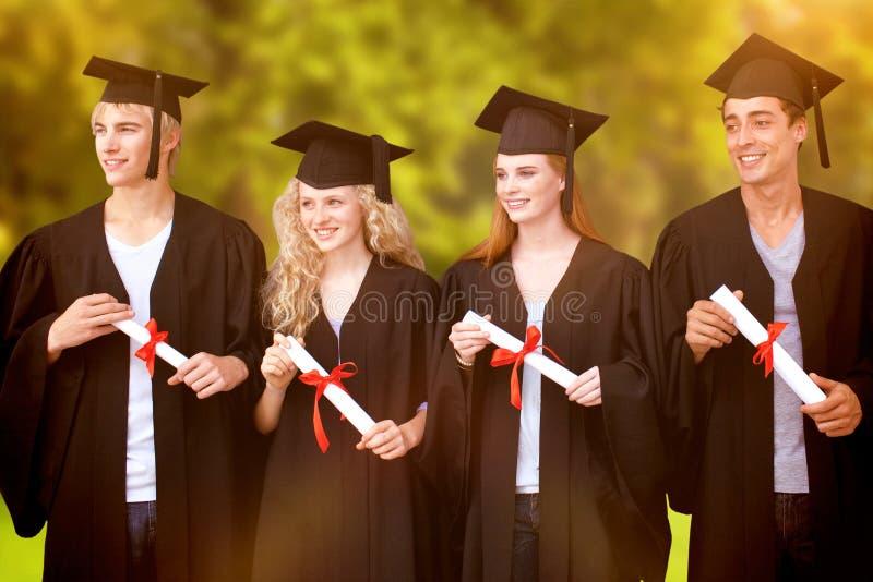 Sammansatt bild av grupp människor som firar efter avläggande av examen royaltyfria foton