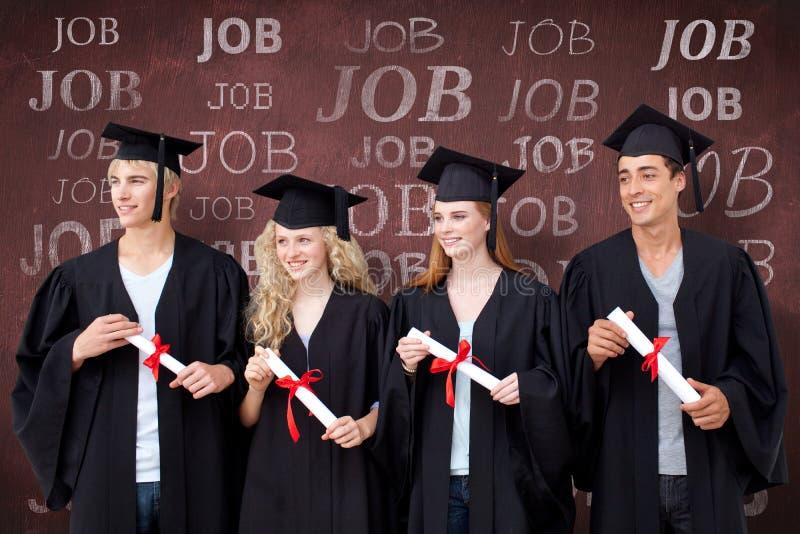 Sammansatt bild av grupp människor som firar efter avläggande av examen arkivfoton