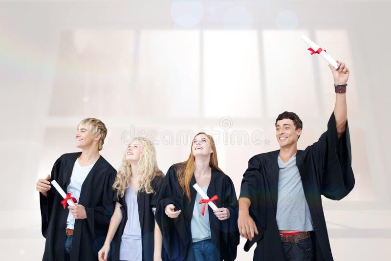 Sammansatt bild av grupp människor som firar efter avläggande av examen fotografering för bildbyråer