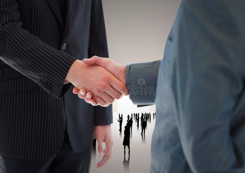 Sammansatt bild av handskakningen framme av konturaffärsfolk royaltyfri foto