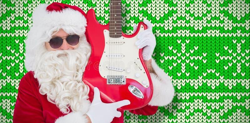Sammansatt bild av kalla santa som visar den elektriska gitarren royaltyfri bild