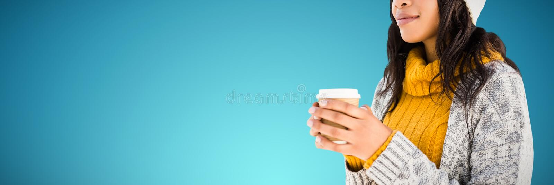 Sammansatt bild av kvinnan i varma kläder som har kaffe royaltyfria bilder