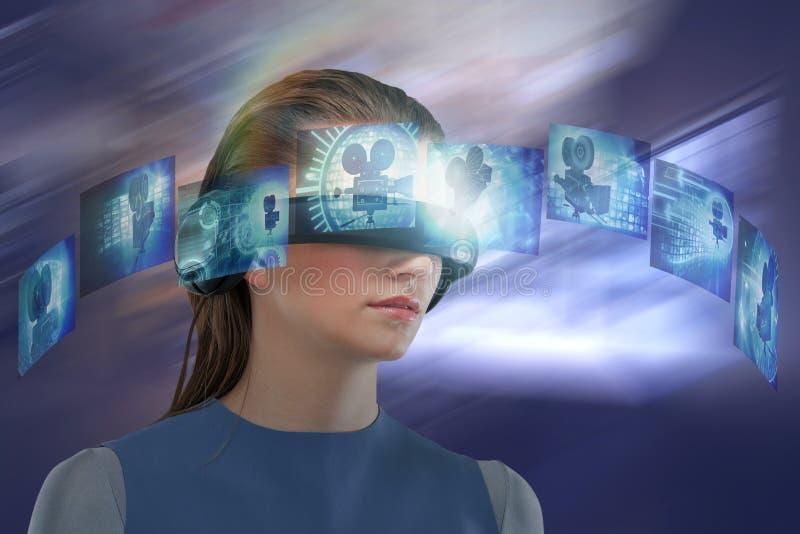 Sammansatt bild av kvinnan som erfar virtuell verklighethörlurar med mikrofon royaltyfri fotografi