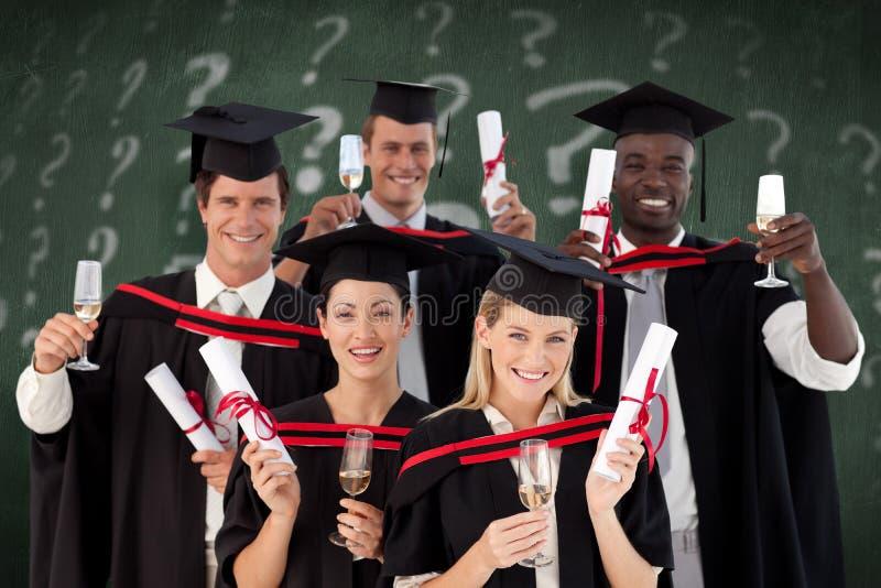 Sammansatt bild av lyckade vänner som står mot vit bakgrund arkivbilder