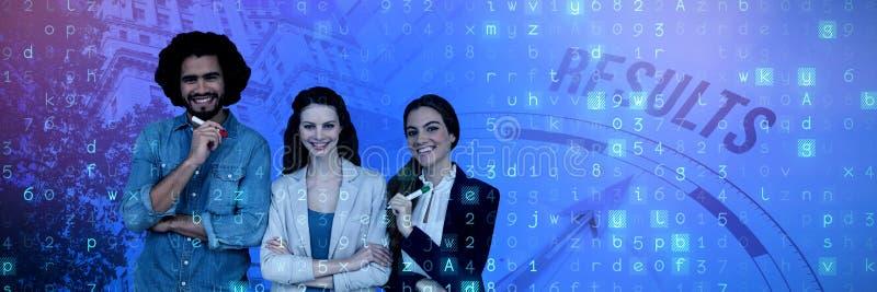 Sammansatt bild av lyckligt affärsfolk som står på vit bakgrund arkivbild