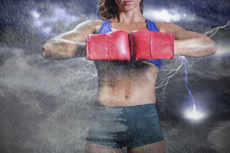Sammansatt bild av midsectionen av boxaren som böjer slagställning arkivbilder