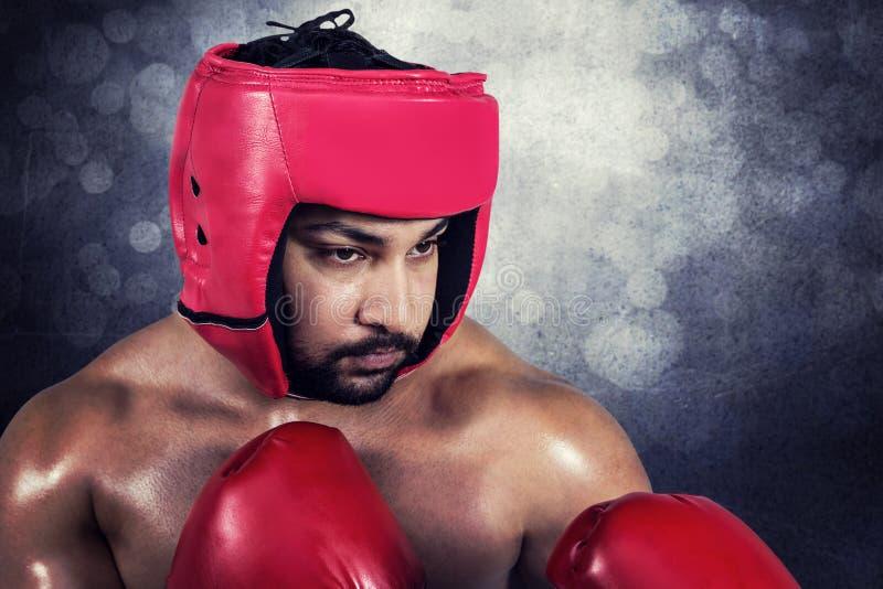 Sammansatt bild av muskulös manboxning i handskar arkivbilder