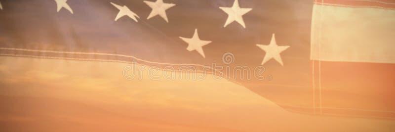 Sammansatt bild av närbilden av den röda och vita amerikanska flaggan arkivfoton