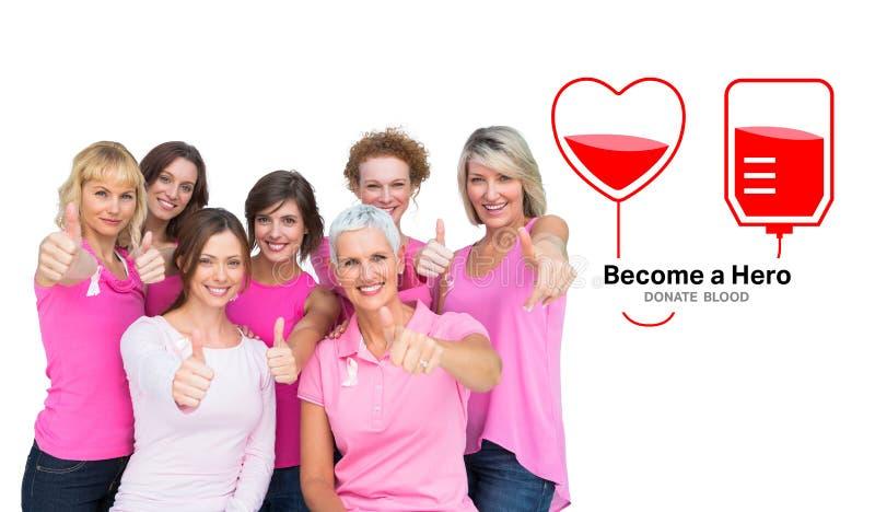 Sammansatt bild av positiva kvinnor som poserar och bär rosa färger för bröstcancer arkivbilder