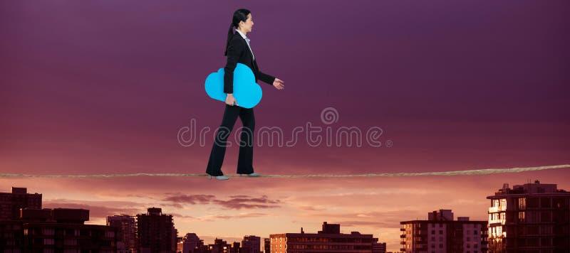 Sammansatt bild av sidosikten av kvinnan som går med molnsymbol royaltyfri bild
