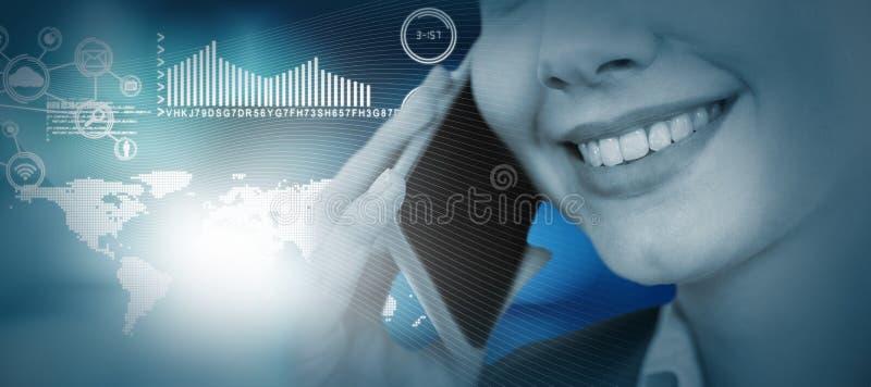 Sammansatt bild av slutet upp av att le affärskvinnan som talar på mobiltelefonen fotografering för bildbyråer