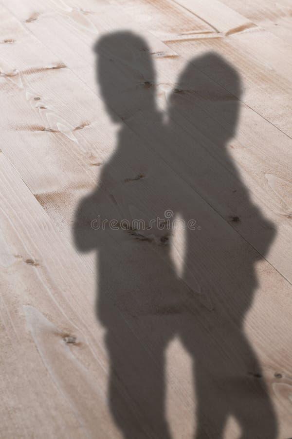 Sammansatt bild av stående deprimerade par tillbaka som ska dras tillbaka royaltyfri bild