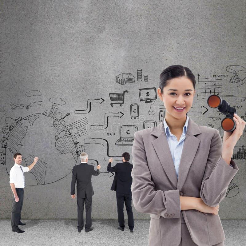 Sammansatt bild av ståenden av hållande kikare för en affärskvinna royaltyfri foto