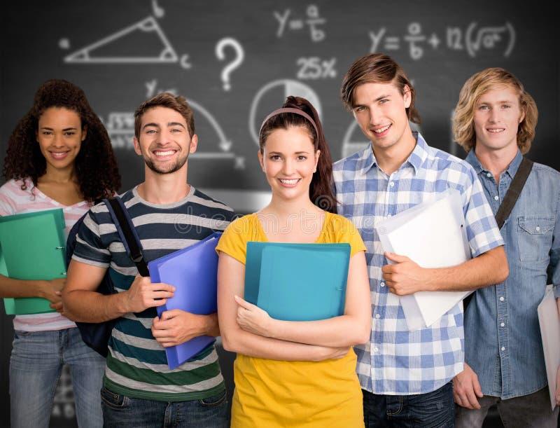 Sammansatt bild av studenter som rymmer mappar i högskola arkivfoton