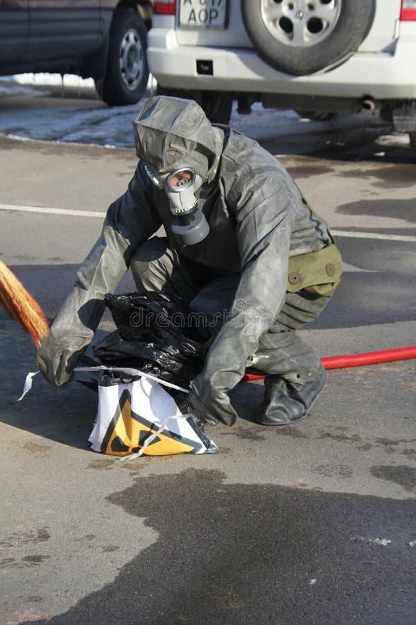 Sammeln des Gefahrstoffs stockfoto