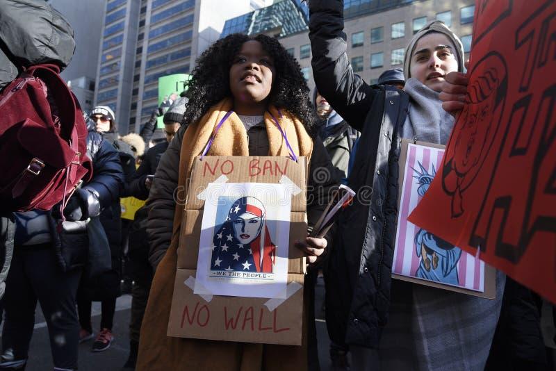 Sammeln Sie gegen Donald Trump-` s moslemisches Verbot in Toronto lizenzfreie stockfotos