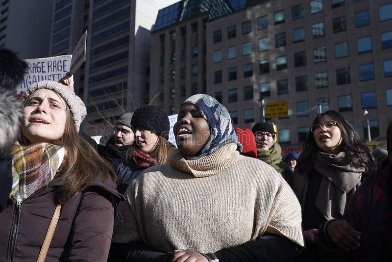 Sammeln Sie gegen Donald Trump-` s moslemisches Verbot in Toronto stockfoto