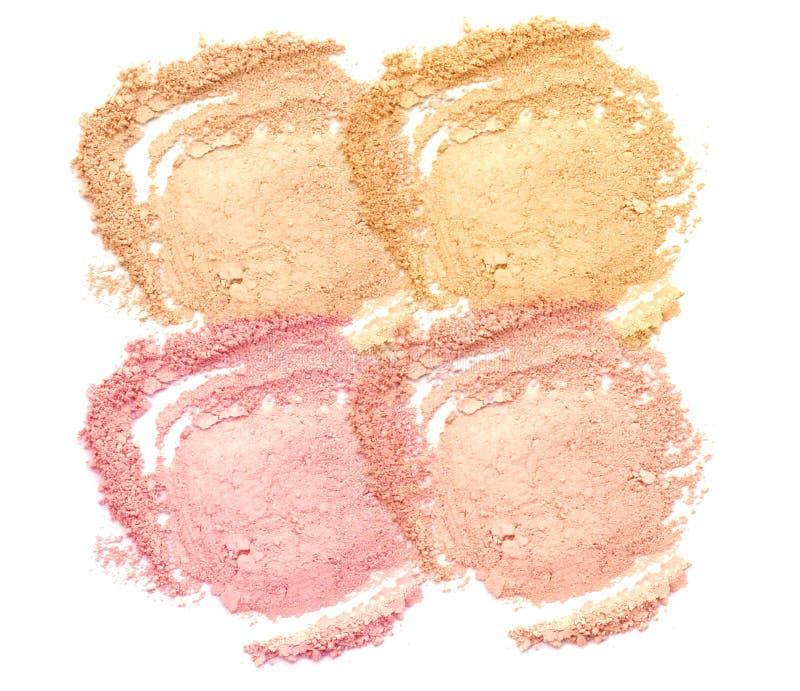 Sammlung Make-uppulver lokalisiert auf weißem Hintergrund Grundlage erröten Pulver Lidschatten-Pulver-Make-up gebürstet stockbild