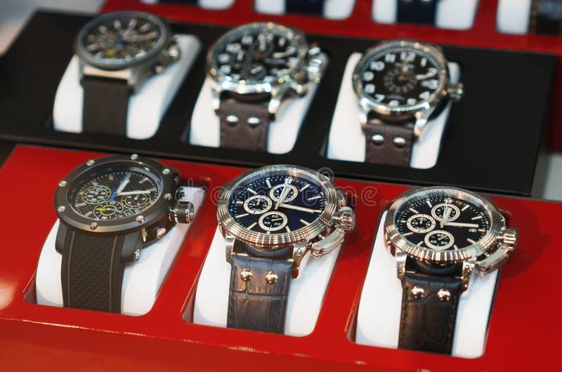Sammlung moderne Uhren stockbilder