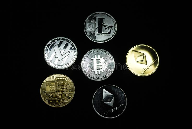 Sammlung Silber und Goldcryptocurrency Münzen stockbild