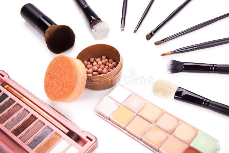 Sammlung von verschiedenem bilden Zubehör Verfassungspinsel und -kosmetik Eine Sammlung kosmetische Schönheitsprodukte vereinbart stockfoto