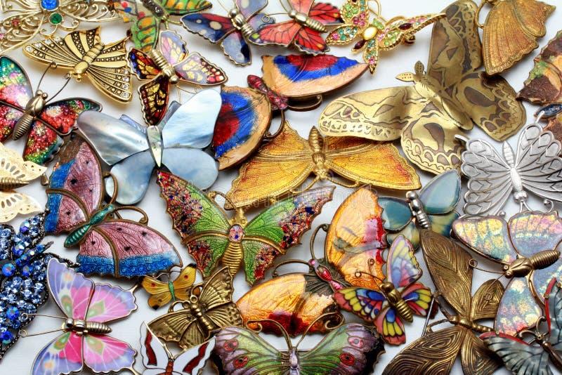 Sammlung Weinlese und moderne emaillierte Schmetterlingsbroschen, Stifte stockfoto